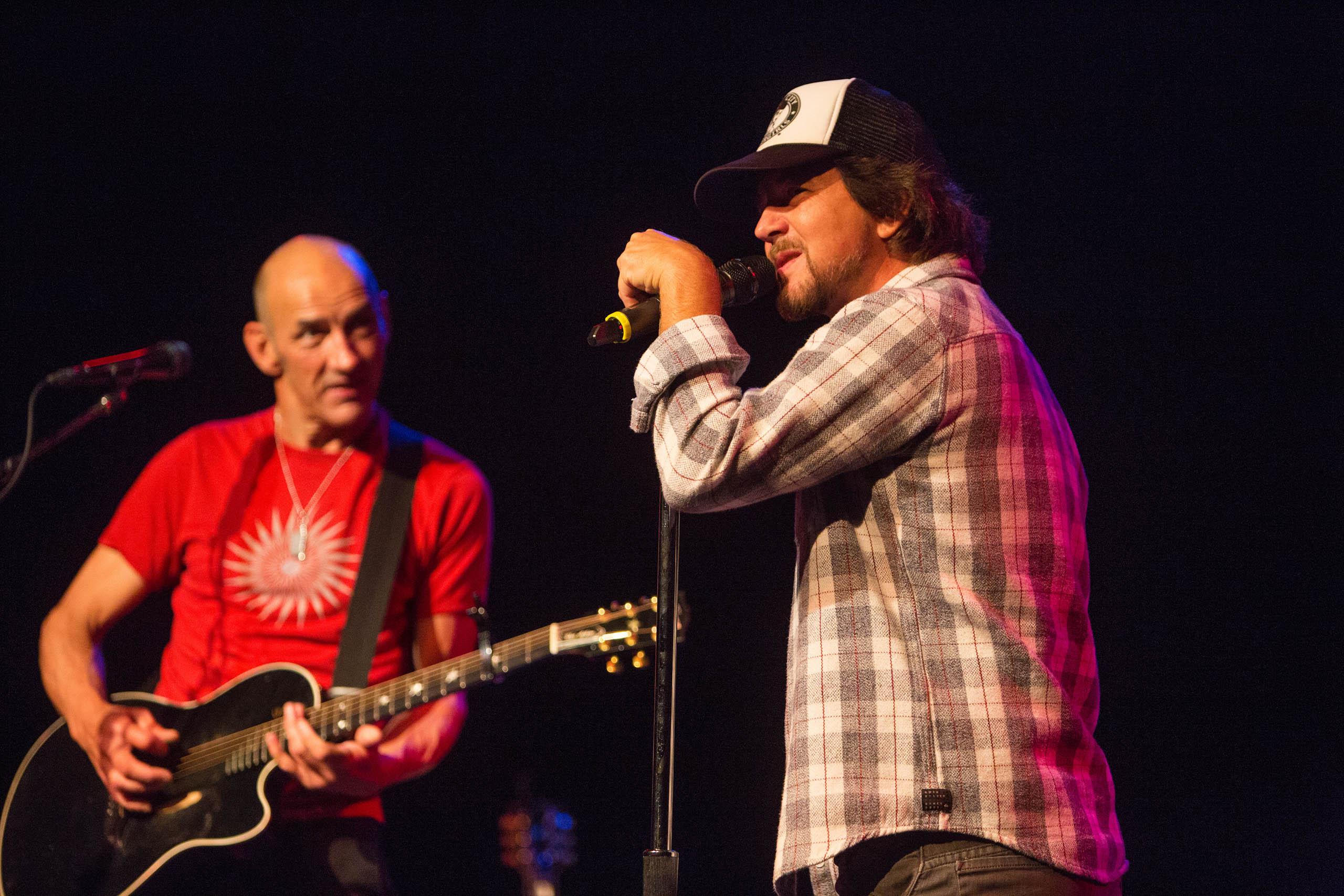 Eddie Vedder with Simon Townshend