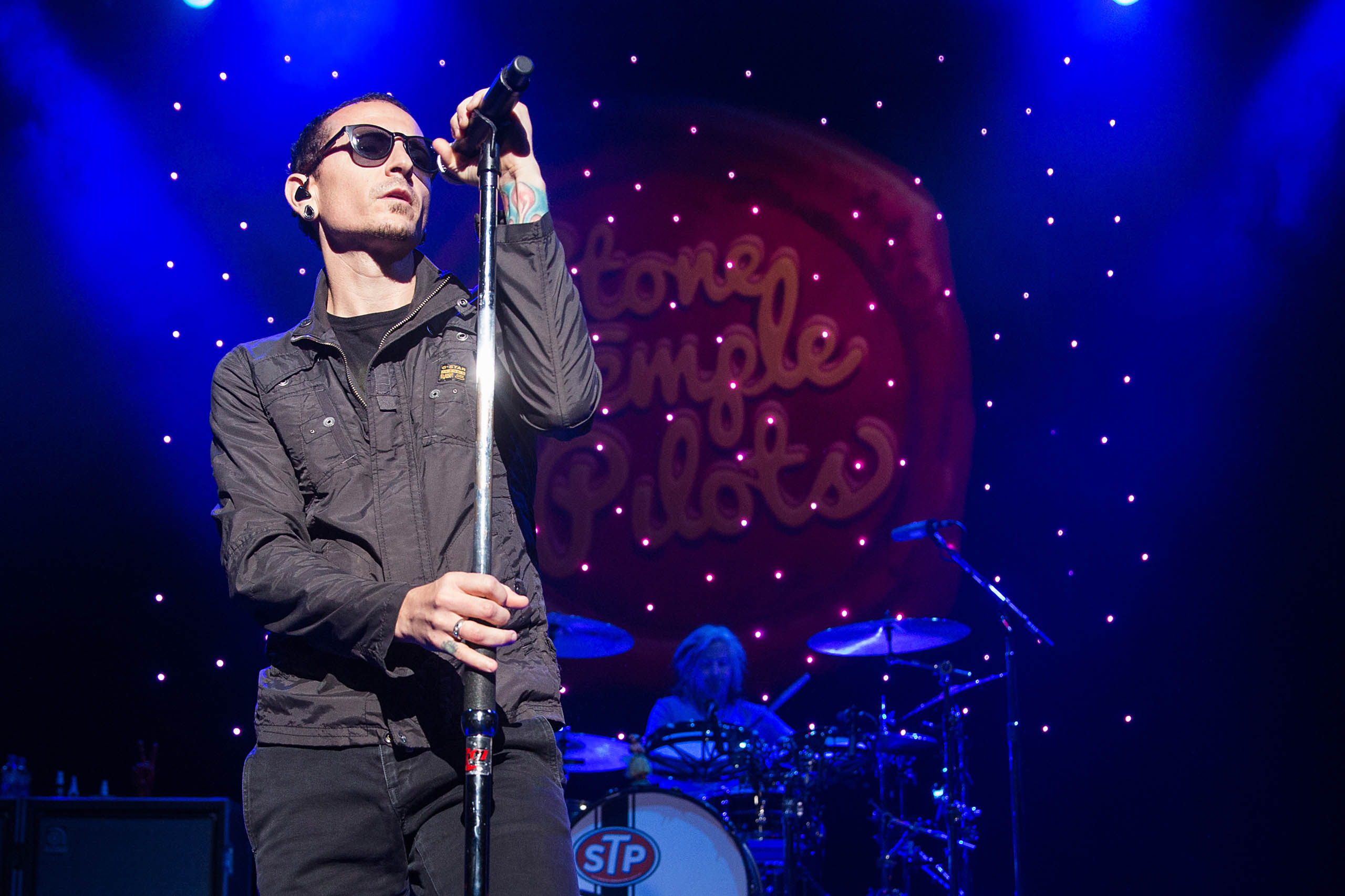 Chester Bennington with Stone Temple Pilots